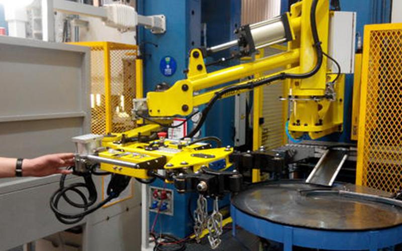 智能机械人工作现场