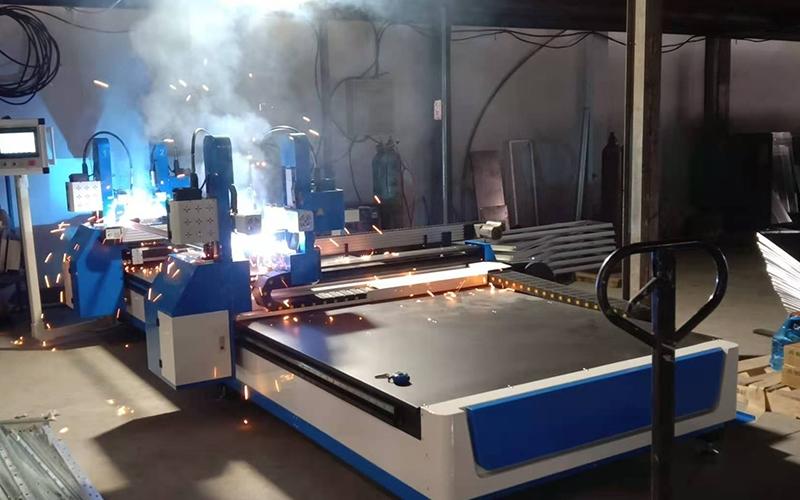 张家港使用角铁法兰自动焊现场